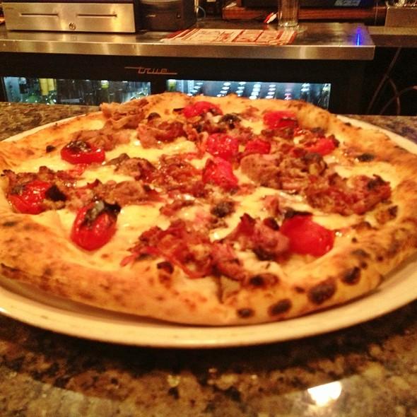 Franklin Barbecue Pulled Pork Pizza @ Il Cane Rosso