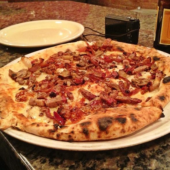 Franklin Barbecue Brisket Pizza @ Il Cane Rosso