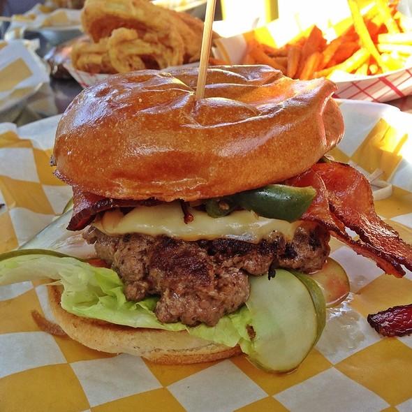 Single Burger @ Stackhouse Burger