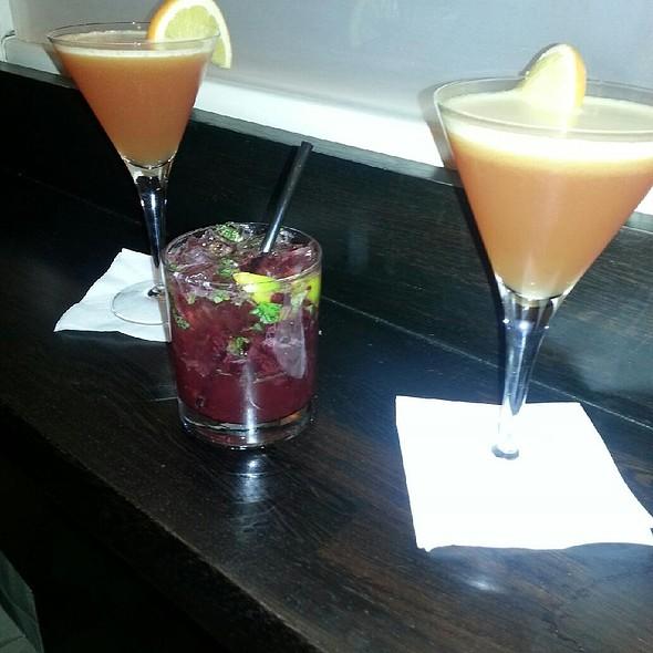 Cafeteria Cosmo & Wildberry Mojito @ Cafeteria