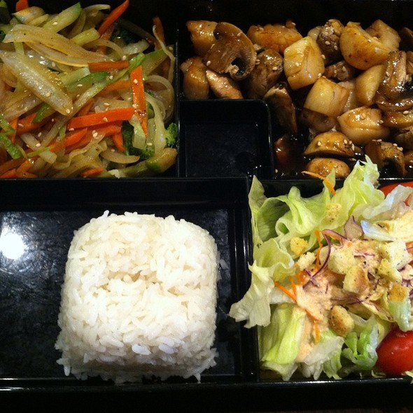 Grilled Teriyaki Scallops With Rice, Veggies, And Salad