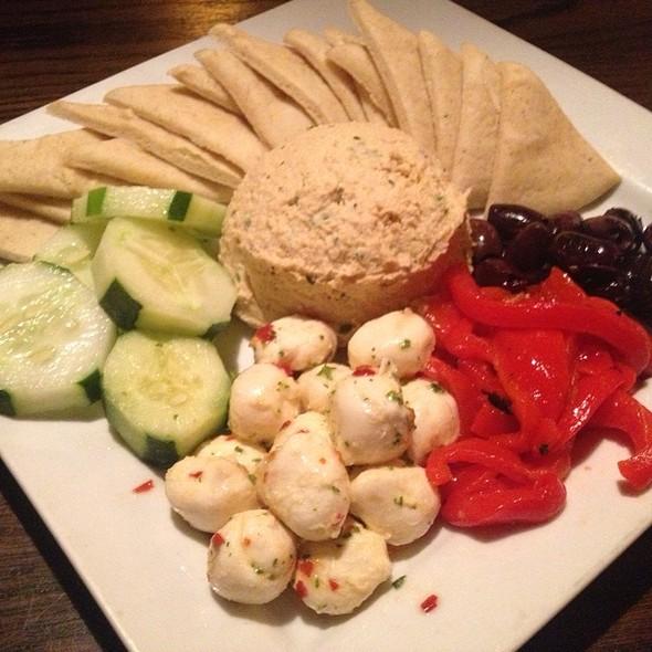 Mediterranean Hummus Platter - Darfons Restaurant and Lounge, Nashville, TN