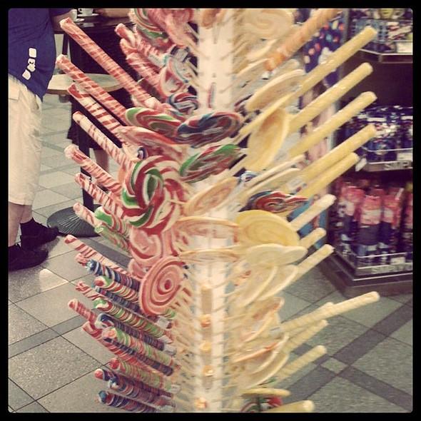 Lollipop @ Hellenic Free Shops