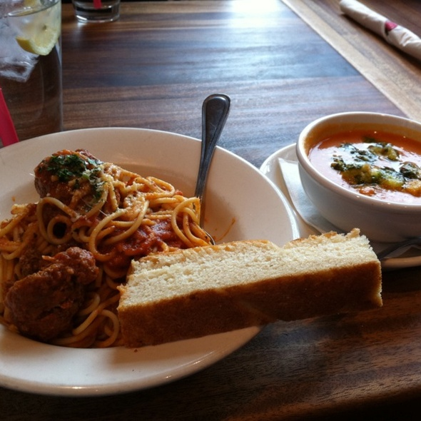 Spaghetti Lunch @ Tomatina