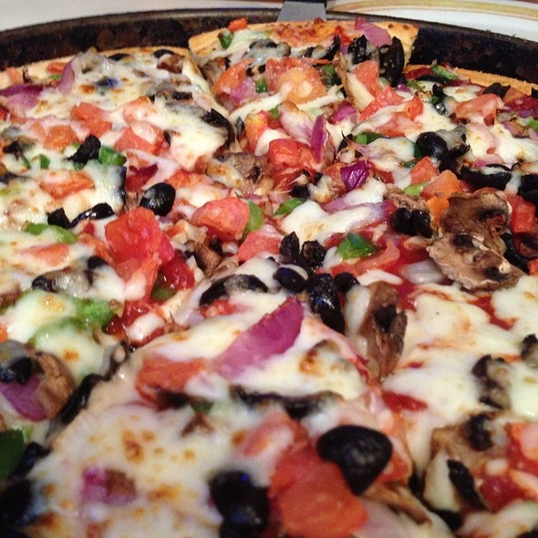 Veggie Lovers Pan Crust Pizza @ Pizza Hut