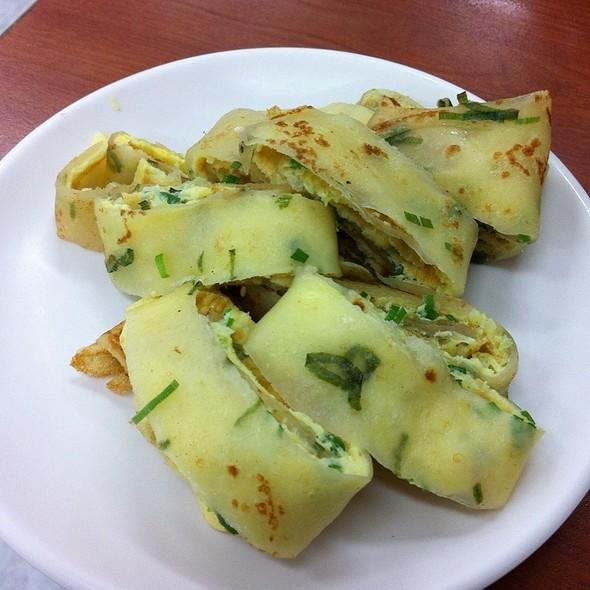 Panfried Egg Rolls @ 佳香豆漿店