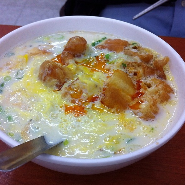 Salty Soy Milk With Egg And Chili Oil @ 佳香豆漿店