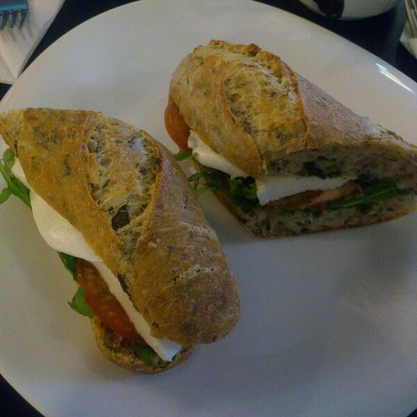 Сэндвич с моцареллой