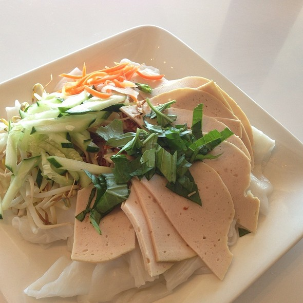 Bánh Cuôn Chã Lua, Pork Patty over Rice Noodle Sheets  @ Pho is for Lovers
