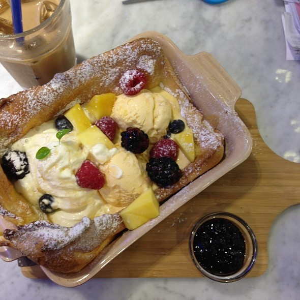 Hot Dutch Pancake @ Paris Baguette (Wisma Atria)