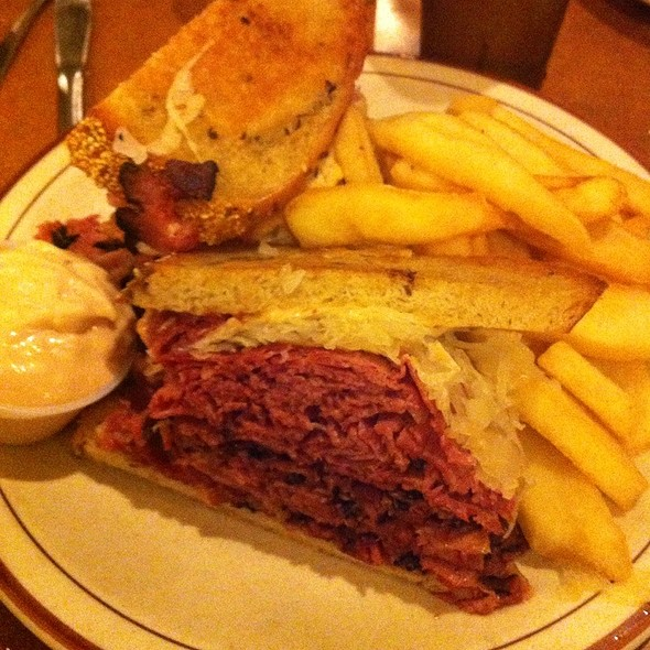 Corned Beef and Pastrami Reuben @ Canter's Fairfax Restaurant