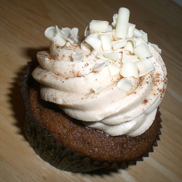 Pumpkin Spice Latte Cupcake @ Let Them Eat Cupcakes
