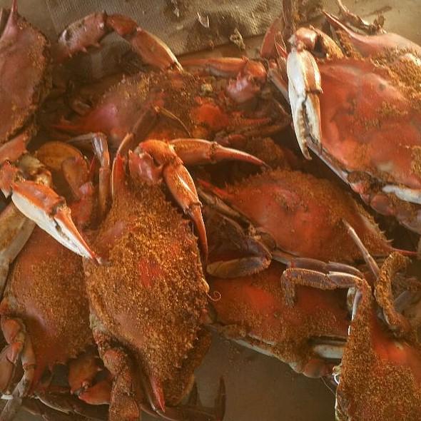 Blue Crabs @ Cantler's Riverside Inn