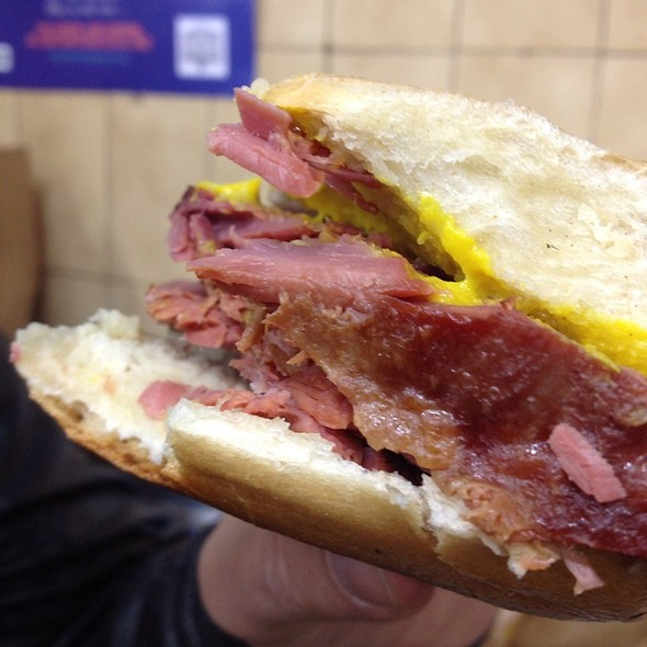 Hot Salt Beef Beigel @ Beigel Bake
