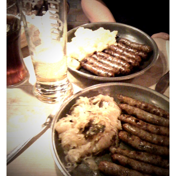 Rostbratwürstl mit Sauerkraut @ Bratwursthäusl Nürnberg