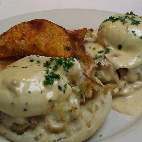 Eggs Chesapeake @ Old Ebbitt Grill