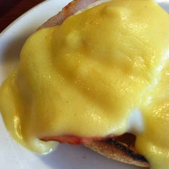 Eggs Benedict @ The Copper Penny