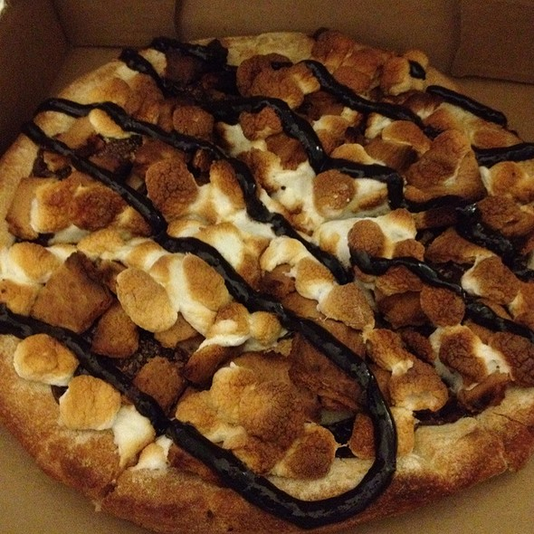 S'more Pizza @ Rize Pizza