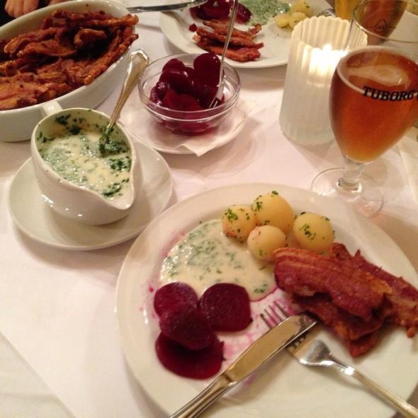 Stegt Flæsk Med Persillesovs @ Restaurant Pinden
