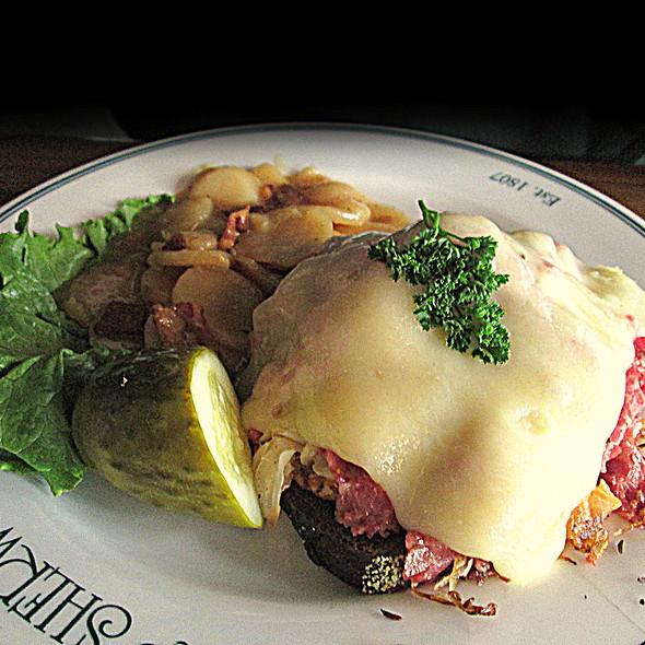Reuben Sandwich @ Sherwood Inn