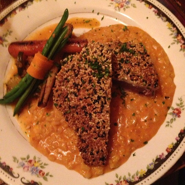Sesame Crusted Ahi Tuna @ Lampliter Gallery Cafe