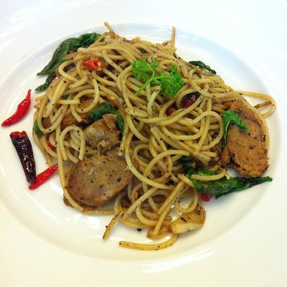 สปาเก็ตตี้ไส้อั่ว | Spicy Thai Sausage Spaghetti