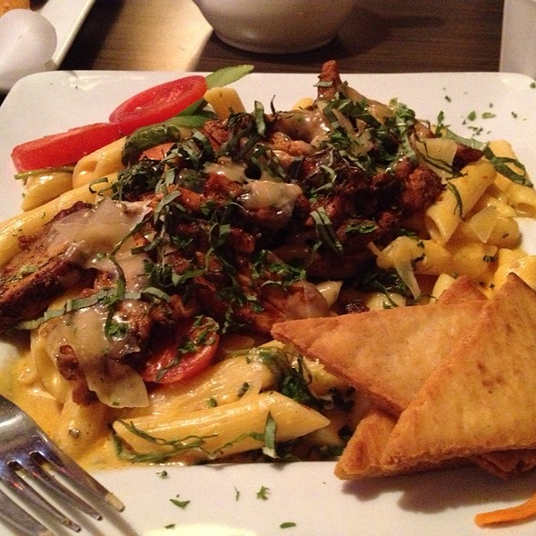 Spicy Mac & Cheese W/ Creole Chicken - Venti's Cafe & Taphouse, Salem, OR