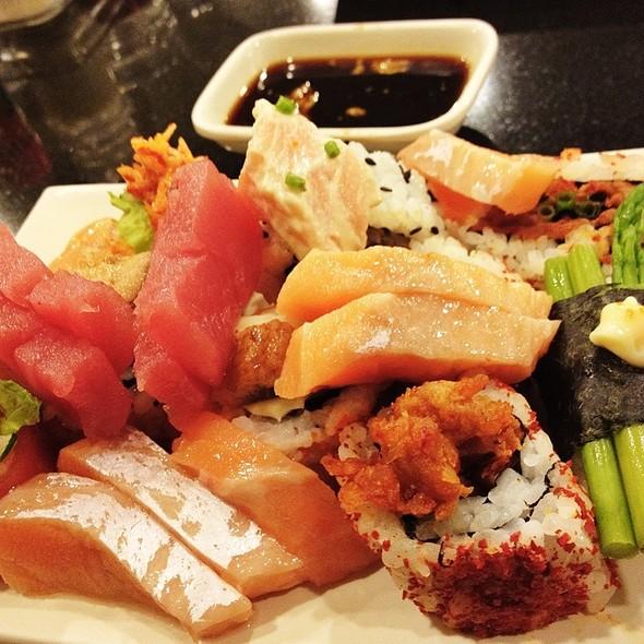 Assorted Sushi @ Sambo Kojin