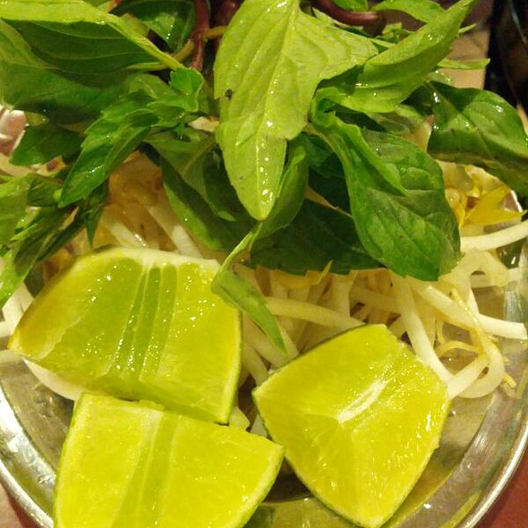 Incredibly Fresh Basil And Bean Sprout