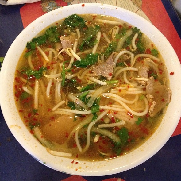 bun bo hue @ Linh's Restaurant