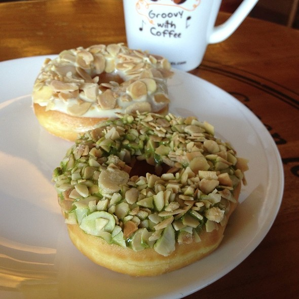 Alcapone And Green Teaze Donuts  @ J.CO Donuts & Coffee
