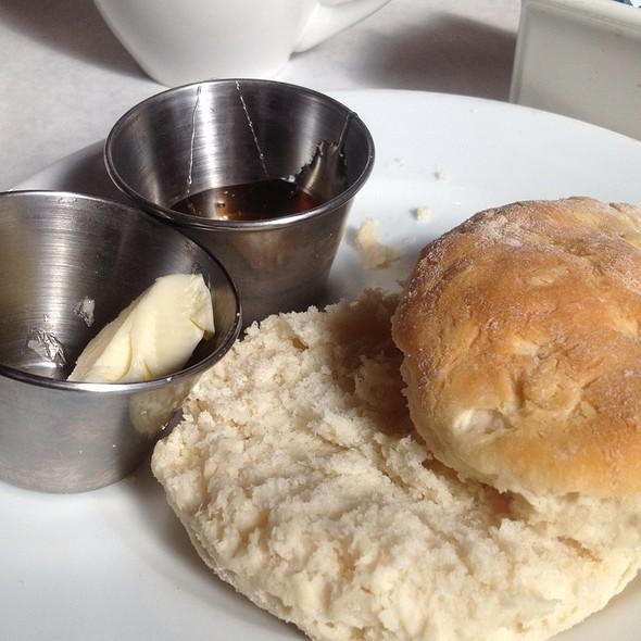 biscuits with honey butter - 29 South Eats, Fernandina Beach, FL