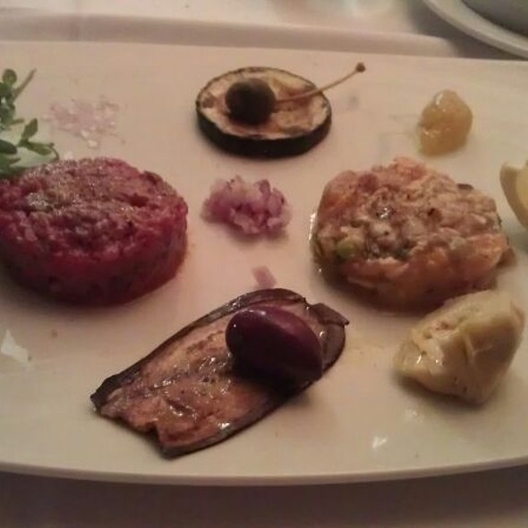 Fish & Beef Tartare @ Ferdis Fisch & Steak Restaurant