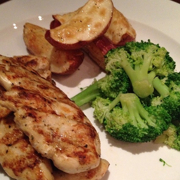 Grilled Chicken W/Broccoli @ Chateaux de Lovelly