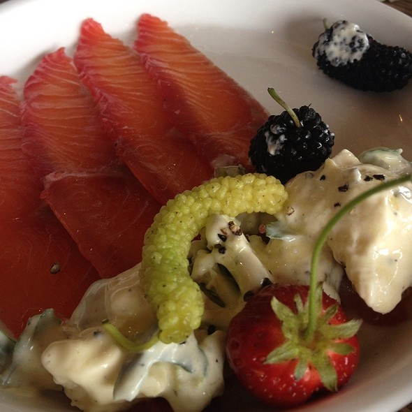 Smoked Salmon With Berries @ Millbrook Winery