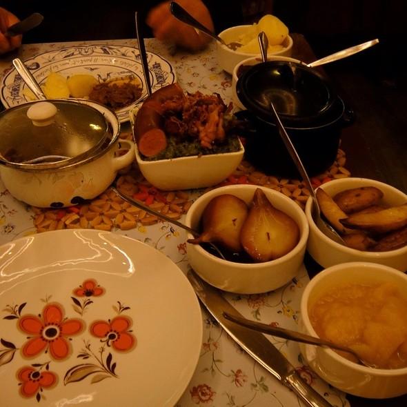 Hollandse Rijsttafel @ Restaurant Moeders