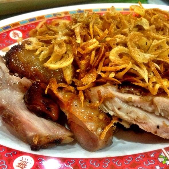 ไก่ย่างโรยหอมเจียว   Grilled Chicken @ ลำดวน เนื้อย่าง