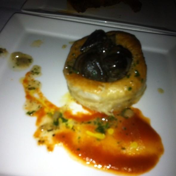Escargot Puffs @ La Toc