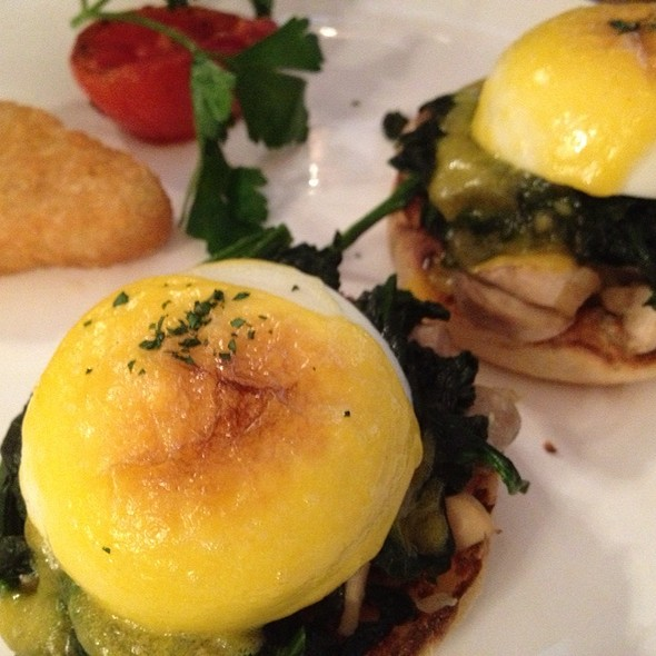Eggs Florentine @ Peak Café & Bar