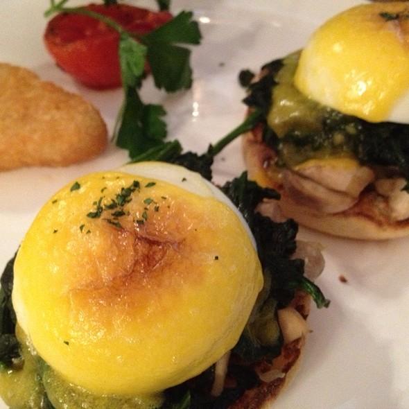 Eggs Florentine @ Peak Café & Bar