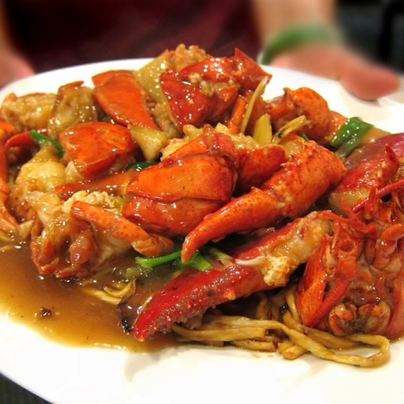 Chinese Stir Fried Noodle With Lobster