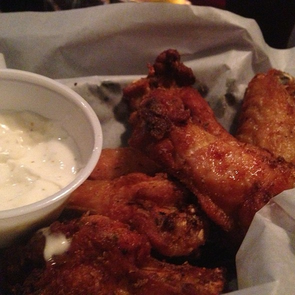 Smoked Chicken Wings @ Oblivion Taproom