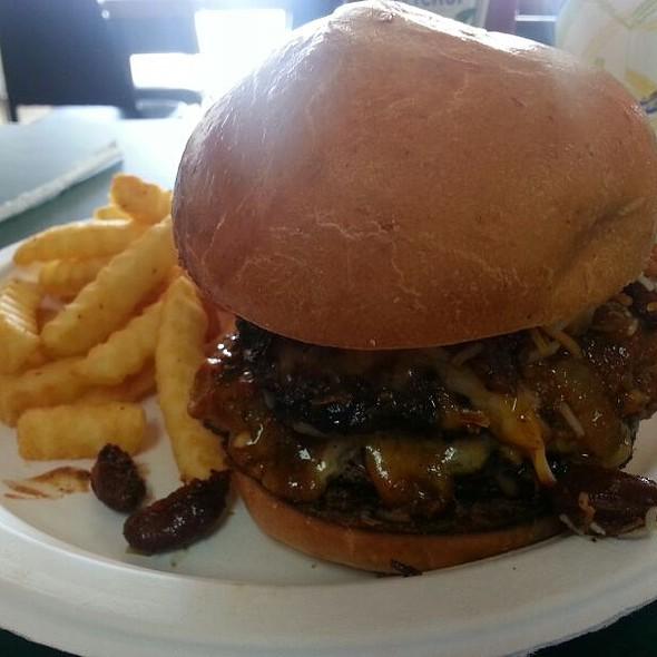 Double Chili Cheeseburger @ Lumpys Bbq