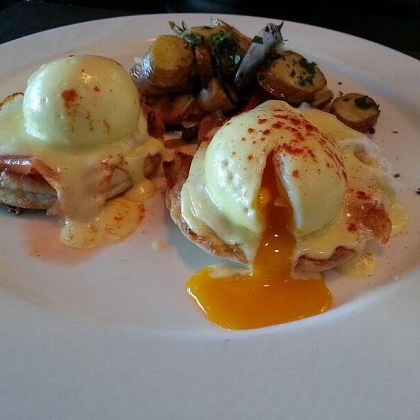 Smoked Salmon Eggs Benedict @ Hotel Sofitel San Francisco Bay