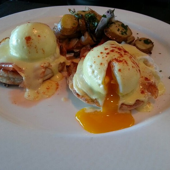 Smoked Salmon Eggs Benedict @ Hotel Sofitel San Francisco Bay