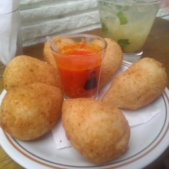 Coxinhas De Frango Com Catupiry @ Veloso Bar