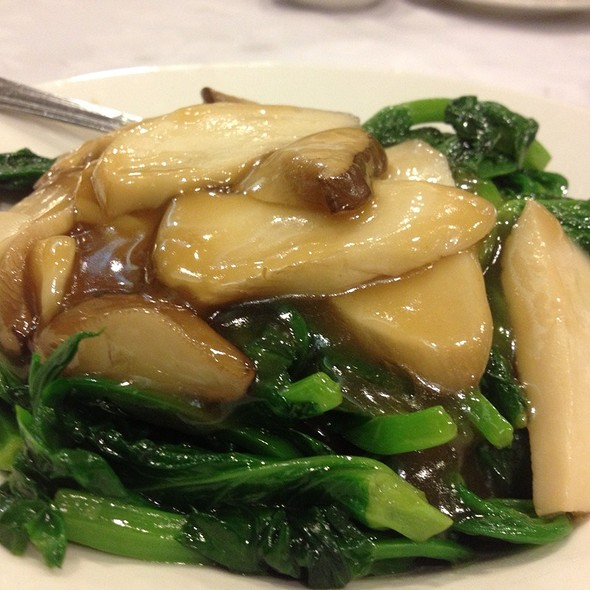 Snow Pea Shoots With Mushrooms