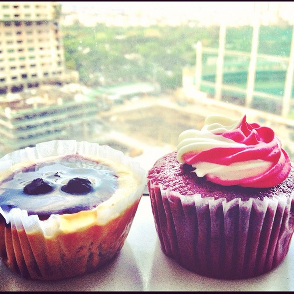 Red Rose And Blueberry Cheesecake Cupcakes at Moonleaf Tea Shop The ...