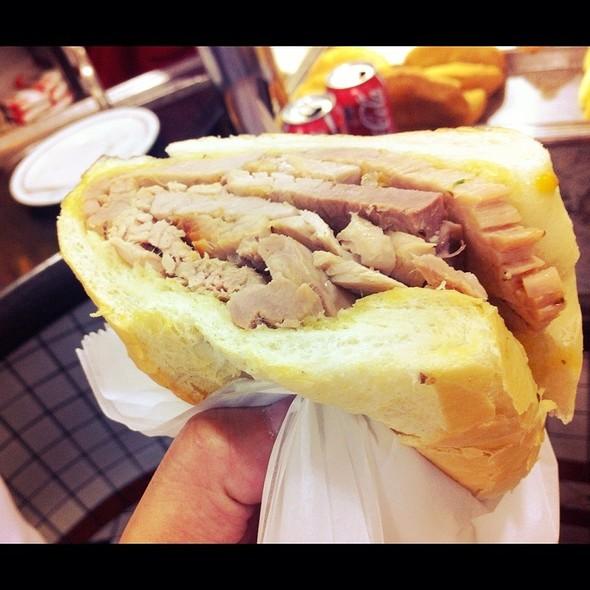 Sanduiche De Pernil