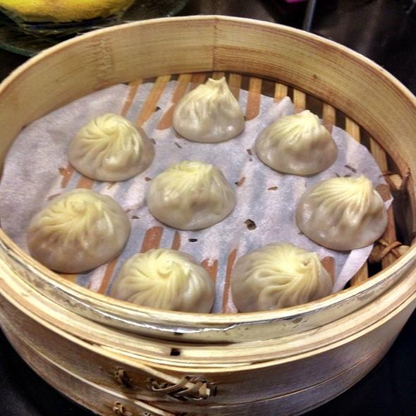 chicken xiao long bao @ Lugang Cafe